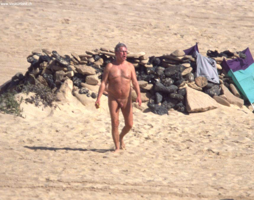 Sex at the Nudist Beach Pics: www.voyeurland.ch/a3/04_Fuerteventura/Strandvoyeure/Sex-at-the...