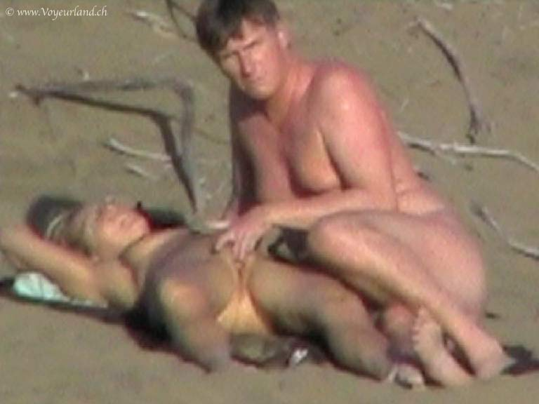 Voyeur on the beach 26 sexy bebes on the sun - 3 5