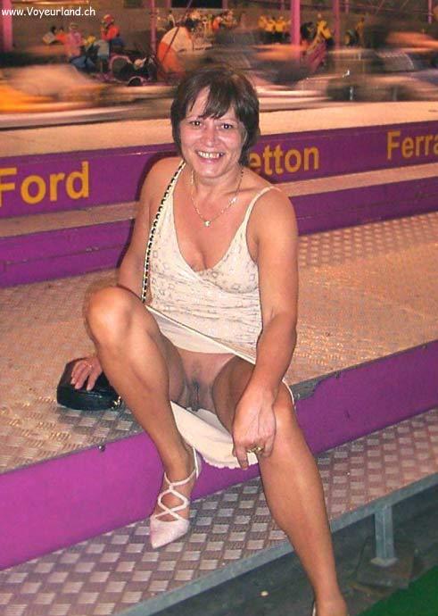 Frauen nackt unterm kleid