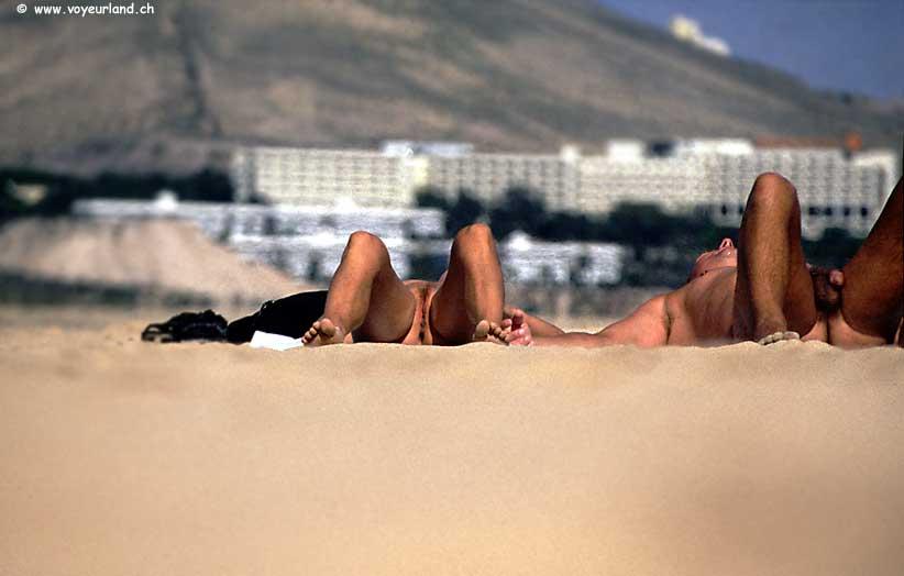 Exhibitionisten am Nudisten-Strand - Voyeurfotos