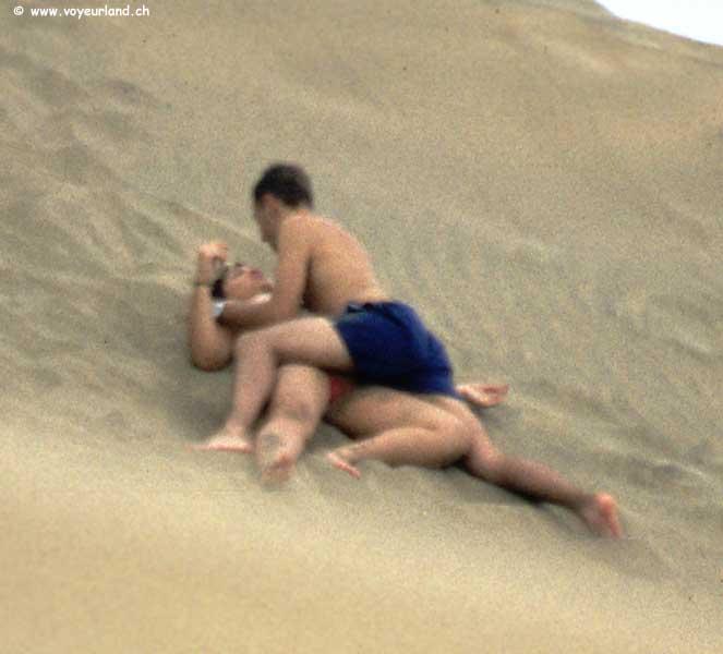 Voyeur Beach Bi 3some  Pornhubcom